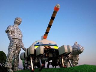 動物も人も守れ!人里を巡回する「動物型ロボットかかし」開発