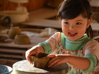 子どもたちが本の世界を陶芸で表現!想像力と共感力を広めたい