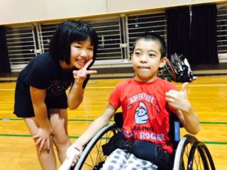子供の「テニスをやりたい!」を応援!競技用車いすを無料貸出!