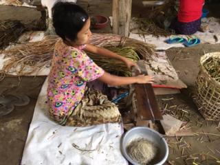 ミャンマーの「蓮糸」を使ったストールで、生産者さんに収入を!
