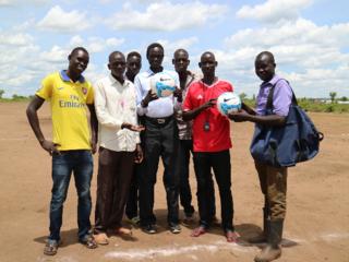 紛争で故郷を追われた南スーダン難民によるサッカーチーム設立!