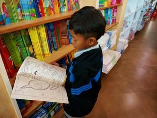 カンボジアの孤児院の子供たちに、「小さな図書館」を贈りたい!