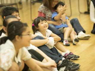 """""""音""""と""""手歌""""が響きあう。ホワイトハンドコーラス、日本初公演へ"""