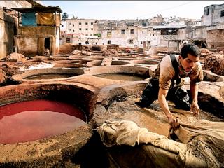 色鮮やかな革の背景に過酷な労働が。モロッコと日本を繋ぎたい!