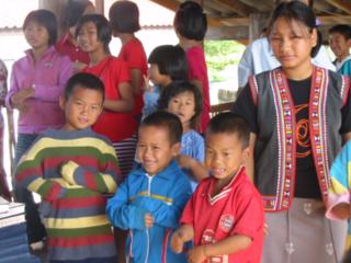 タイの子どもが安定収入を得るため、牛小屋と子牛を寄付したい!