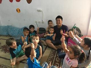 紛争が続くシリアを想い、勉強する子供達に学習道具を届けたい!