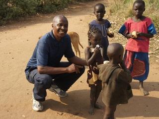 村と学校を結ぶ車でウガンダの子どもたちの学びと生活を支えよう