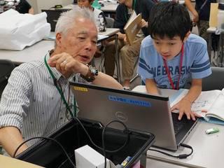 """""""シニア講師×子ども""""のロボット教室。主体的な学び場を全国に"""