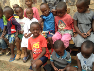 1本の鉛筆から学習支援 ルワンダの子供に学ぶ楽しさを届けたい