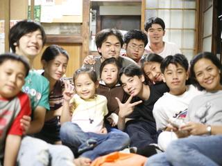 フィリピンの母子家庭の子どもたちを父親に会わせてあげたい!