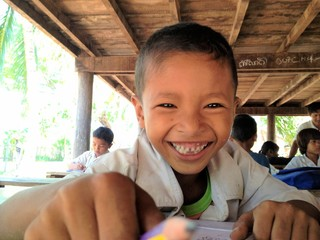 笑顔をつなぐ!カンボジアのトマイ村100人の子どもたちに教育を