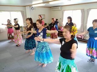 被災者中心に結成されたフラ団体マカナ・アロハ東京公演を開催!