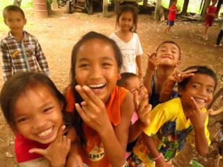 ラオスの人達と一緒に造る、廃タイヤの遊具を子ども達に贈りたい
