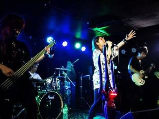 ライブイベントやバンドマンの情報を発信するフリーペーパーを!