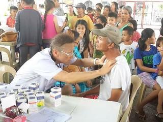 フィリピンの人たちを笑顔に!医療とマジックショーを届けたい