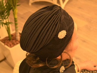 髪に悩みを抱える女性たちへ。「エクステ付き帽子」を届けたい!