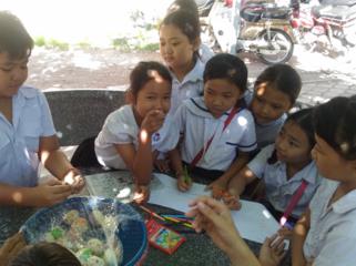 未来のために、カンボジアの子どもたちへ栄養あるお菓子を!