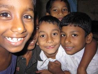 インドの貧困家庭の子どもに、健康支援と学用品を提供したい!