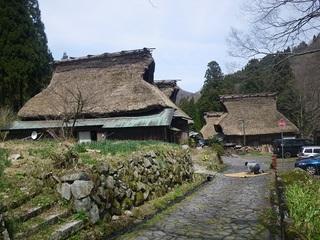 北國街道 板取宿に残る茅葺き屋根の家を改修したい。