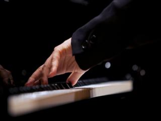 世界初の「左手のピアノ国際コンクール」、2018年11月開催!