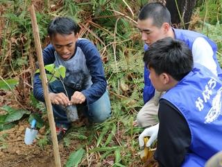 真っ黒な大地に森林を!インドネシア1000本植林プロジェクト