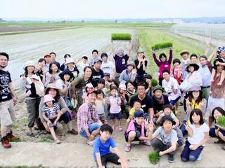 体験農場の参加者のために日光を避けられる憩いの場所を!