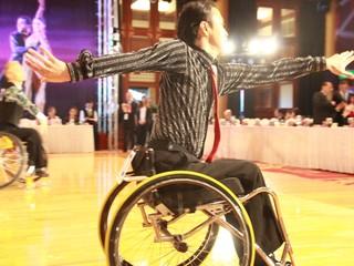 車いすで、愛するダンスを。選手が全力を出せる練習スタジオを!
