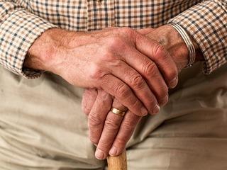家族がいない老後のSOS。生活困窮者を支え、安心な地域づくりを!