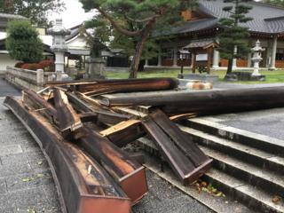 台風で倒壊した長野縣護國神社の鳥居再建にお力を貸してください