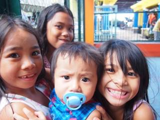 フィリピンの子どもたちへ、オリジナル写真集を贈り届けたい!