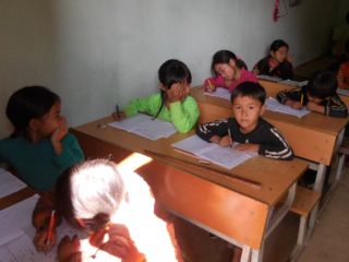 ベトナムの少数民族が暮らす無電化村に、あかりを届けたい!