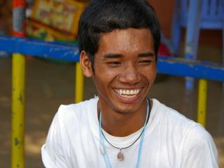 カンボジアの孤児院で生活する子どもたちに高等教育を届けたい。