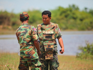 カンボジアで地雷撤去を続ける、元少年兵アキ・ラー氏の全国講演