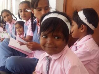 556人が通う、インドの女子校。貧困の中から自立への一歩を!