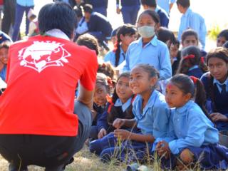 ネパールの学校へ勉強机と遊具を届けたい!