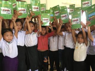 ラオス、パクセン地区の小学校にラオス語の教科書を届けたい!