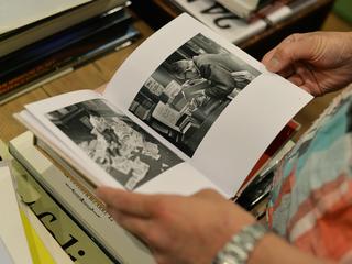 本の未来を見つめるための、本と本を読む人の写真集を作りたい!