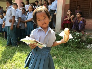 ネパールのソビベック小学校に通う子どもたちに美味しい給食を!