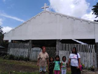 フィリピンの奥地で暮らす400人の子供達に教会修理と遊具を!