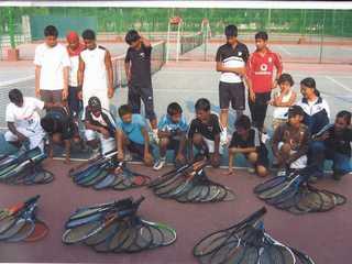 バングラディシュの学校に中古ラケットを届けたい。