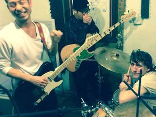 アメリカ・シアトルで活動しているバンドのレコーディング費用を募りたい