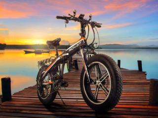 最新型の次世代型ハイブリッドバイク&薄膜ソーラーリュック