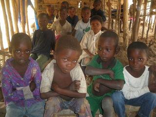 コンゴのマダティ金採掘場で働く子供達に金探知機と運搬車を届けたい!