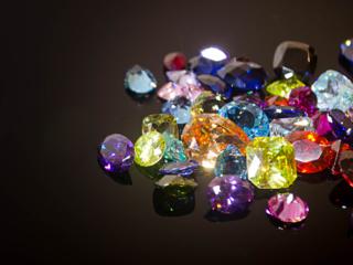 処分されていた宝石の存在を知ってもらい再利用してもらいたい!