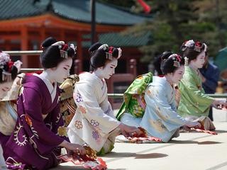 仏で開催するJapanExpoで京都の芸舞妓さんを披露したい!