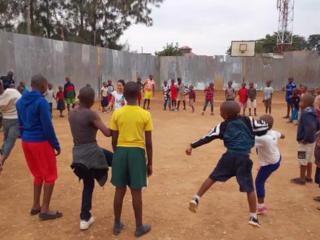 ルワンダで子供達がサッカーをする機会を作りたい