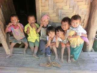タイの山岳民族の貧しい家庭にトイレを作る!