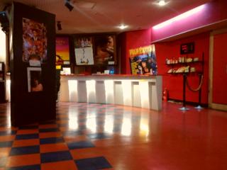消える街の映画館、西山陰海岸唯一の映画館とこれからも日常を