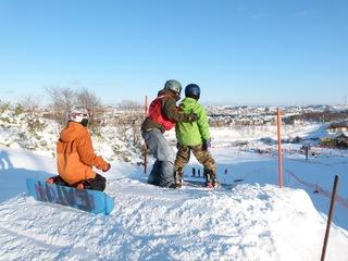 日本最北のスキー場でスノーボード選手育成のためのパーク整備!
