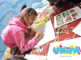 机が少ないネパールの子供40人に机代わりとなる画板を届けたい